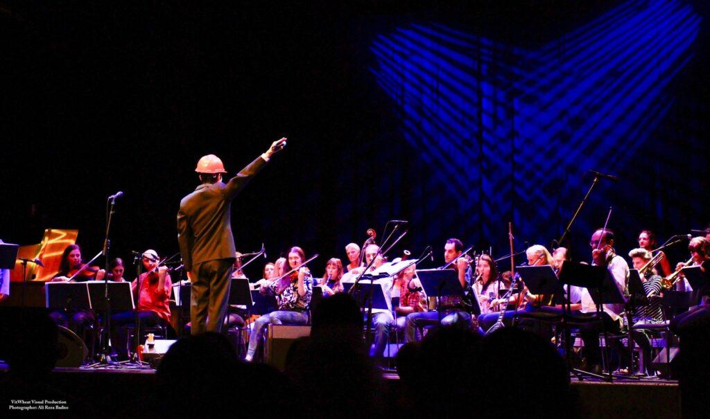 "Maxine Victor. Maxine Chionh. Concert producer. ""Ett hus som heter världen"", conducted by Jorge Alcaide, GAO (Göteborgs Alternativa Orkester), Stora Teatern, Gothenburg 2020."